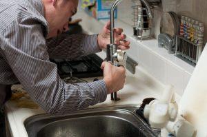 plombier pour aménager la cuisine