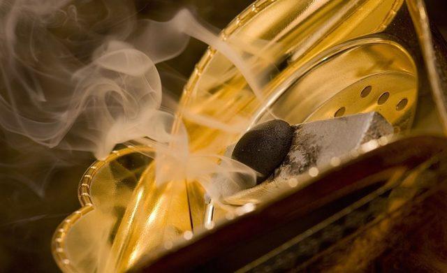 Origine, bienfaits et senteurs de l'encens oriental bakhour